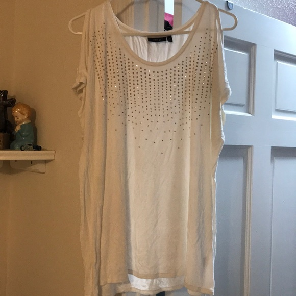 🔴 PRICE IS FIRM 🔴 cute embellished top - Used!
